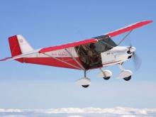 Avión ULM en el aire